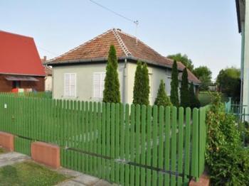 ferienhaus in balatonfenyves ungarn privat mieten. Black Bedroom Furniture Sets. Home Design Ideas