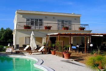 beppe haus villa mit privatem garten und pool eingez unt 300 qm 2. Black Bedroom Furniture Sets. Home Design Ideas