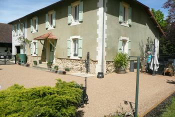 Hotel, Pension Saint-Elix-Theux in Frankreich